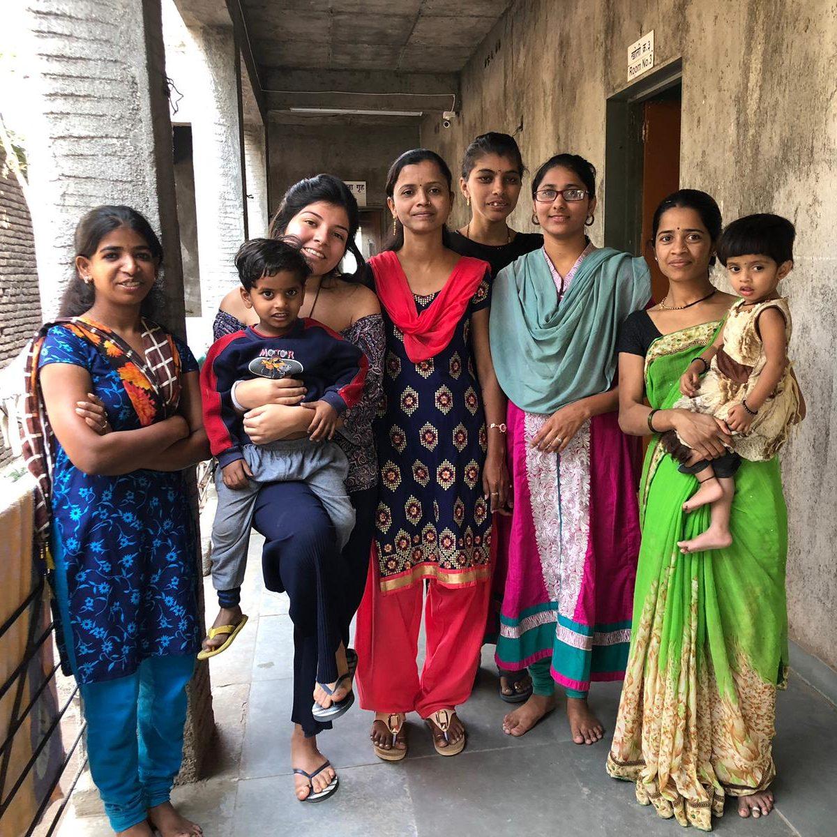 Mujeres y Afri con Prem y Nanu