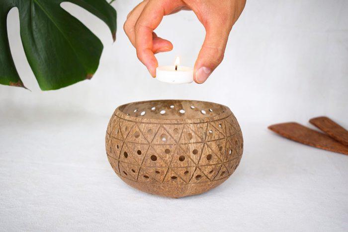 Portavelas de coco con vela Cayco_Kokonat Bowl
