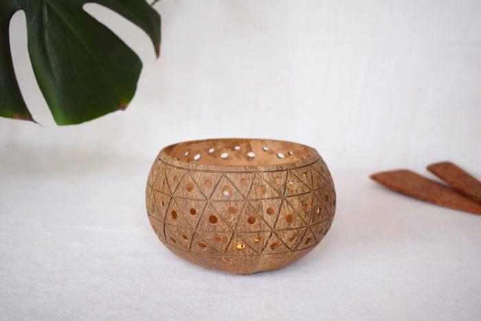 Portavelas de coco vela encendida Cayco_Kokonat Bowls