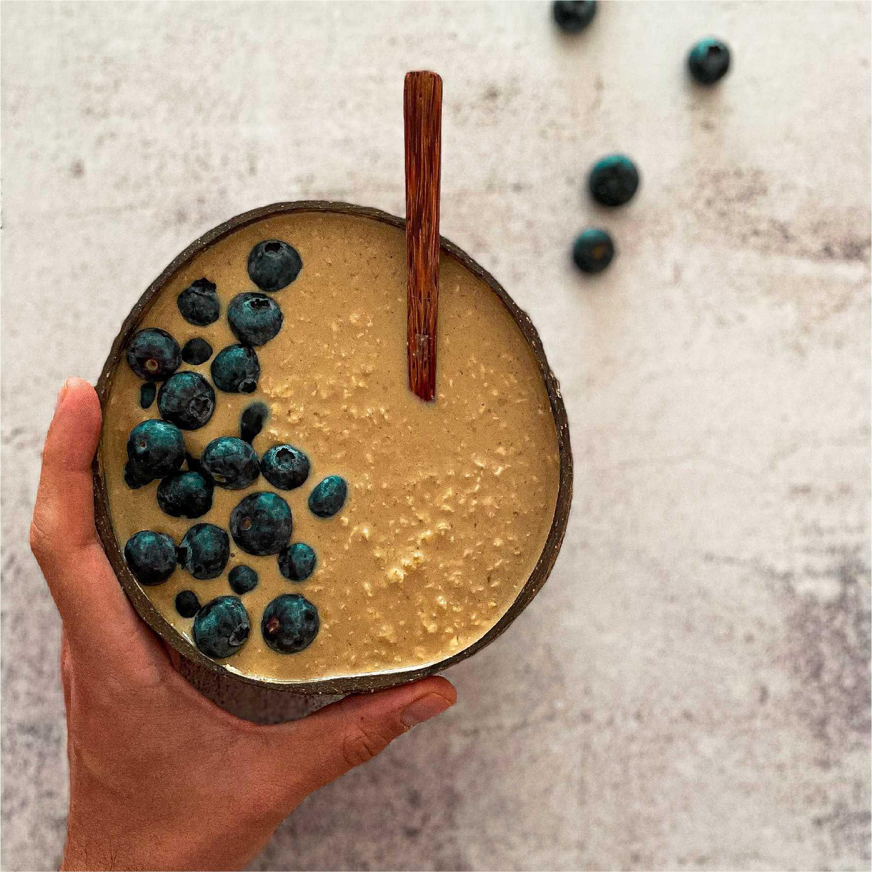 Receta de Porridge de Café y Canela con arándanos azules_Destacada